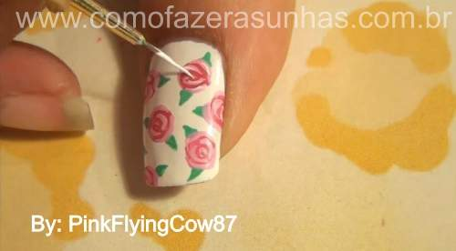 unhas decoradas com rosas passo 6