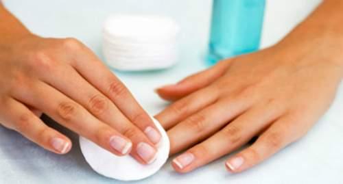 Como fazer as unhas em casa - removendo esmalte