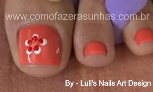 Unhas decoradas para os pés com flores