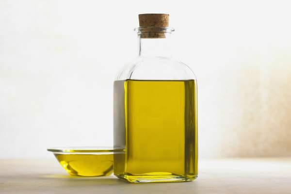 óleo de oliva - Como fortalecer as unhas fracas com remédios caseiros