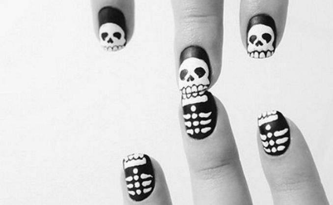 Unha decorada para o Halloween - esqueleto 06